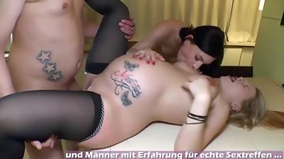 Schwangere deutsche Mutter macht Dreier ohne Gummi mit Teen FFM