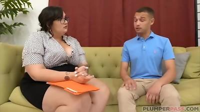 Busty Teacher Curvy Quinn Drills Her Failing Schoolgirl