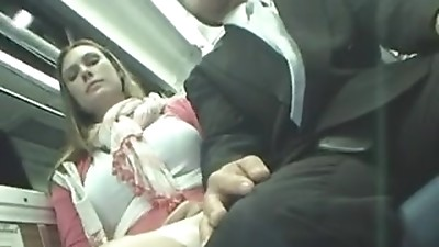 Amateur woman get masturbated in a bus